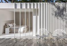 Бразильский архитектор создал микро-дом из двух транспортировочных контейнеров