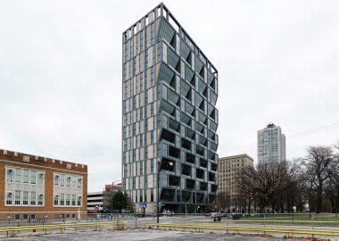 Небоскреб в Чикаго облицован энергосберегающими бетонными панелями от Rieder