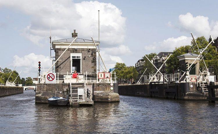 Дома смотрителей мостов в Амстердаме превращают в гостиничные номера-люкс