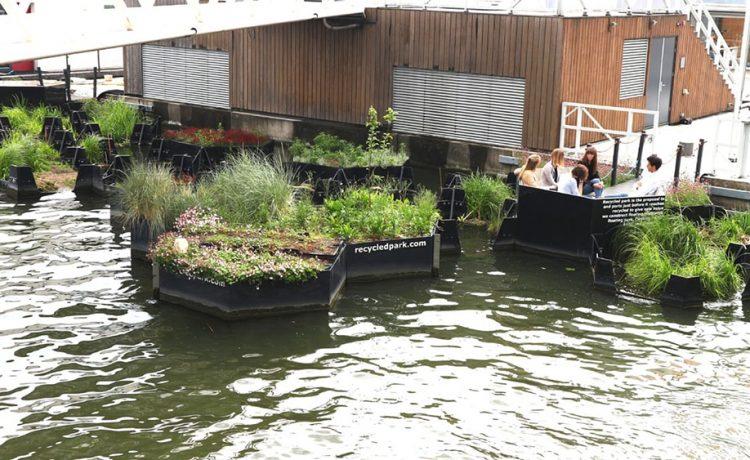 RIF собирает пластиковые отходы из рек для изготовления изделий садового декора