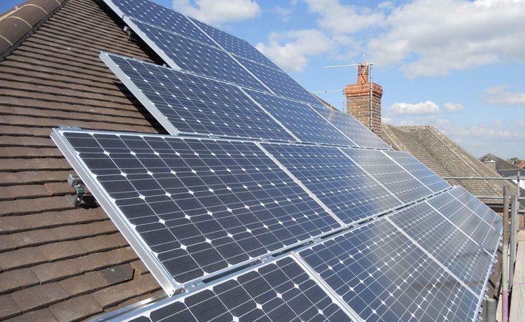 Отверстия в обычных солнечных элементах сделают их прозрачными