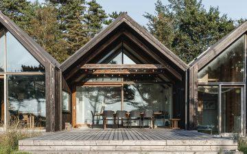 Этот необычайно красивый домик в Дании построен из переработанных отходов