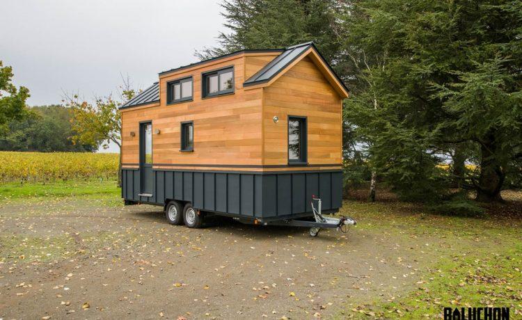 Новый компактный мини-дом с уютным домашним кинотеатром