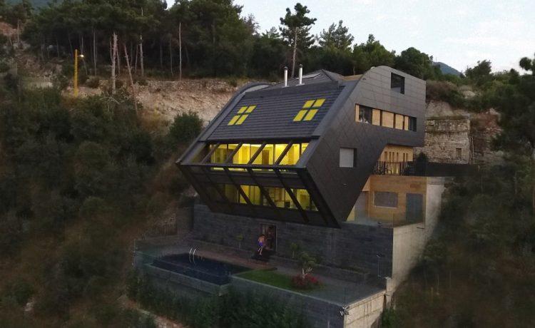 В Ливане построен роскошный дом с эффектным «падающим» фасадом