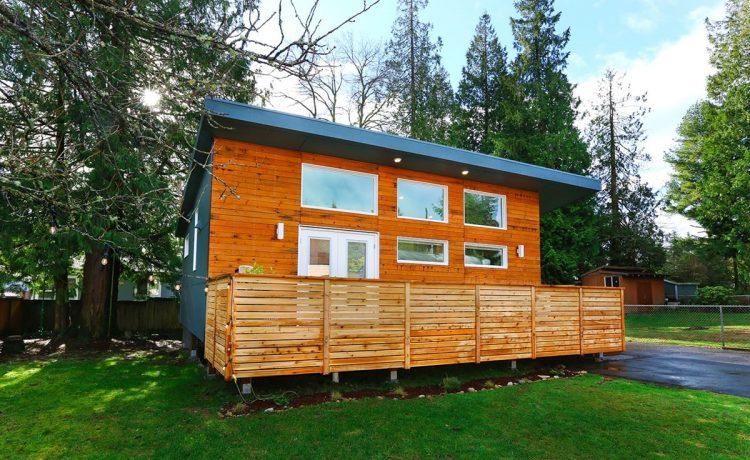 Изысканный коттедж во дворе построен из 90% переработанной древесины