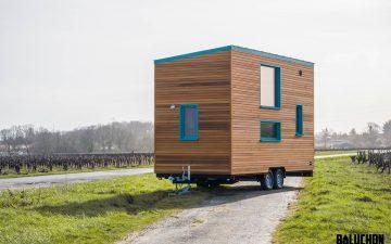 «Дерзкий» крошечный дом на колесах с большой кухней для настоящих хозяек