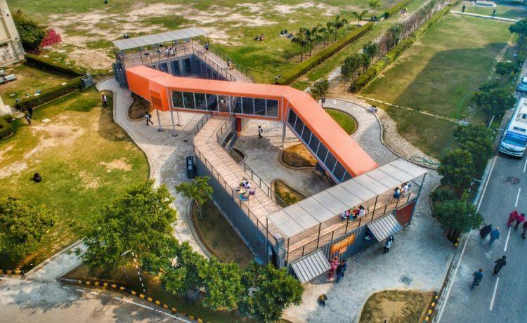 Индийское кафе, воплощающее «бесконечные возможности» транспортных контейнеров