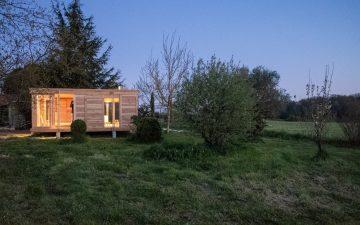 Крошечный деревянный дом для гостей с прекрасными видами на сельскую местность