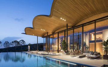 Роскошная вилла с деревянной крышей ручной работы от Foster + Partners
