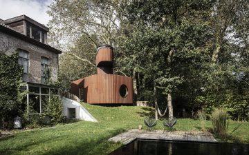 Необычный гостевой дом с подземным кинотеатром и сторожевой башней