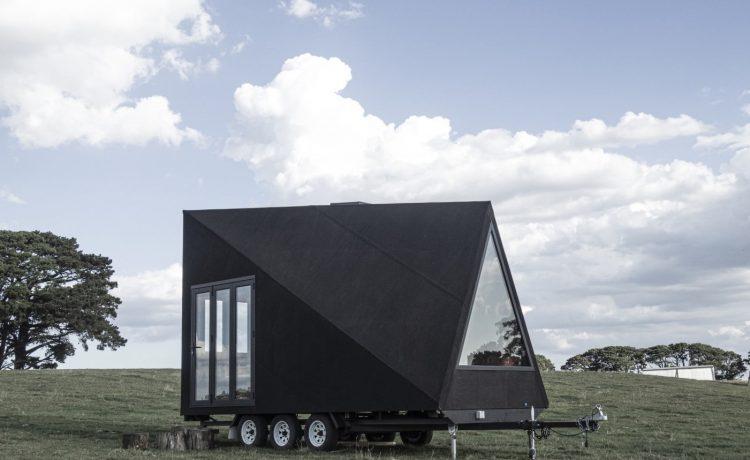 Base Cabin: крошечный дом на колесах с А-образным каркасом