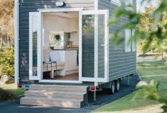 Крошечный домик Bitser построен из остатков материалов