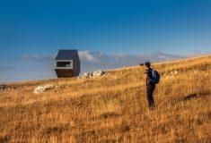 Крошечный бивуак построен на туристическом маршруте в Боснии и Герцеговине