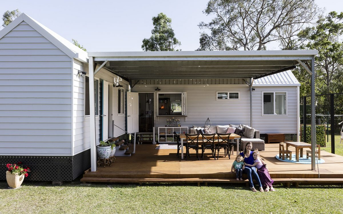 Этот мини-дом помог одинокой маме с детьми сократить расходы