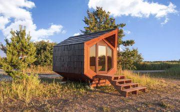 Микро-домики на солнечных батареях изготовлены из натуральных материалов и шунгитовой штукатурки