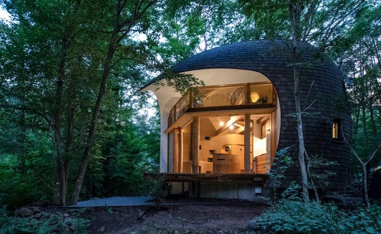 В Японии построен привлекательный землебитный пассивный дом в форме раковины