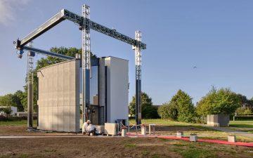 Крупнейший в Европе 3D-принтер построил двухэтажный дом