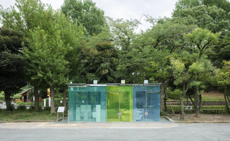 Прозрачный туалет открыт для посетителей в Токио