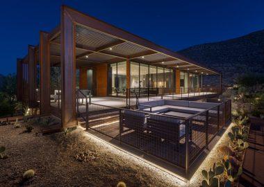 Дом на солнечных батареях с видом на пустыню стоит 5,35 млн. долл. США