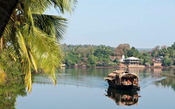 Этот плавучий дом в Индии олицетворяет все 4 природные стихии