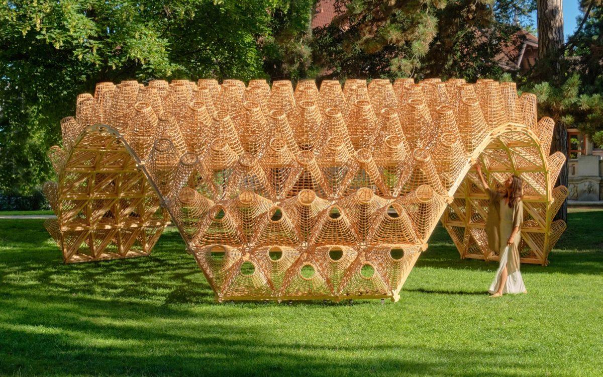 Этот великолепный арочный павильон построен из 262-х плетеных корзин