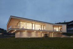 На берегу австрийского озера построен дом на геотермальной энергии