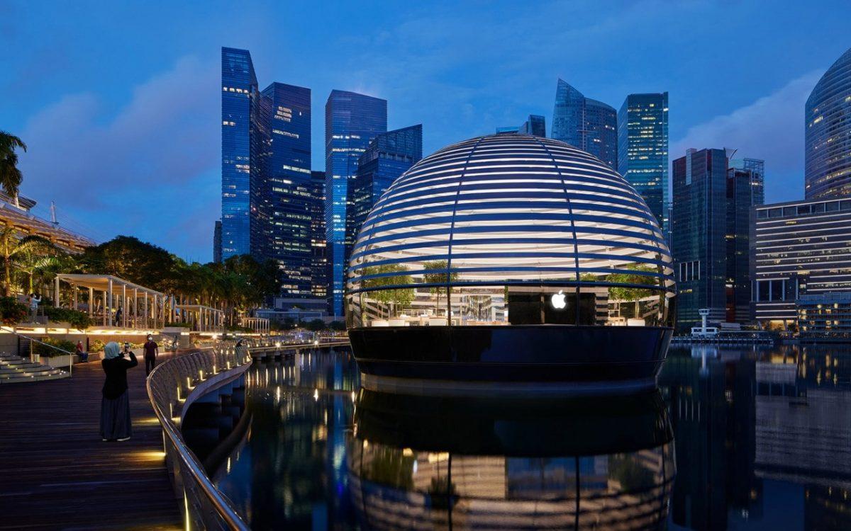 В Сингапуре построен магазин Apple на воде