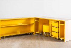 Candy Cubicle - складной мобильный стол для работы на дому