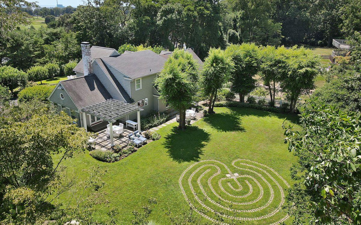 Этот роскошный экологически чистый дом выставлен на продажу