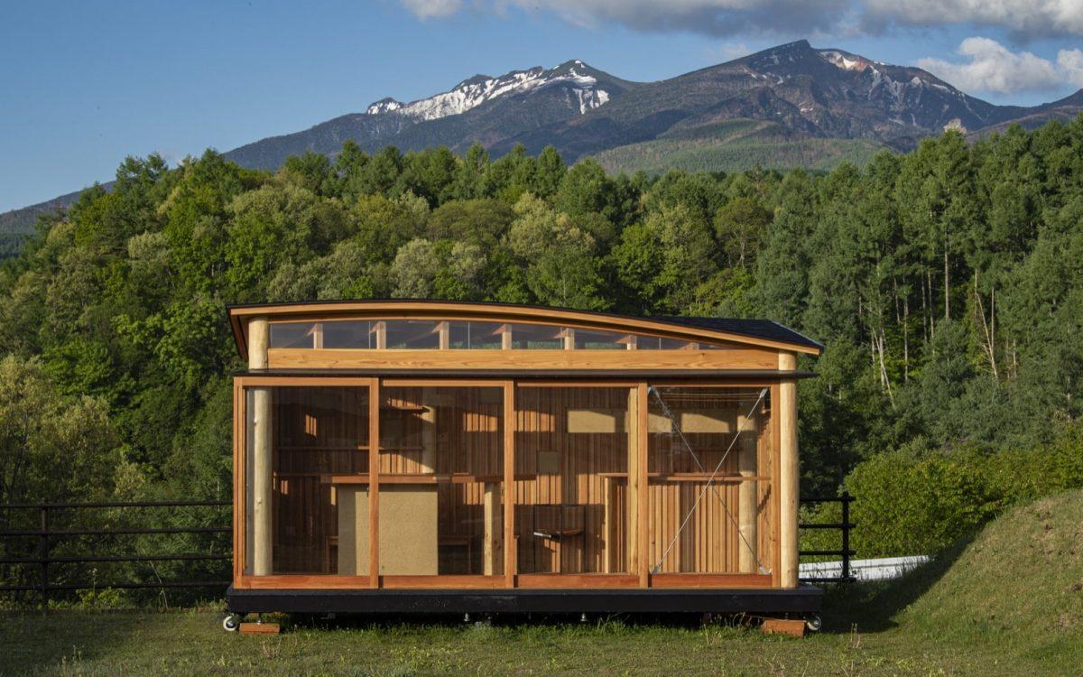 Крошечный мобильный дом из лиственницы Шиншу появился в Японии