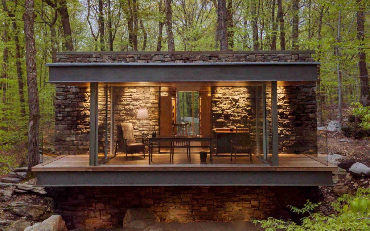 Самодостаточный писательский дом в лесу
