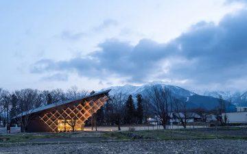 Новый комплекс от Kengo Kuma повторяет очертания горных вершин Хакубы