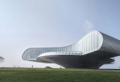 Художественная галерея Wave в Китае с алюминиевым фасадом похожа на гигантскую волну