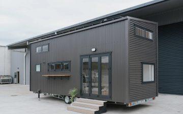 Крошечный дом на колесах для автономной жизни и удаленной работы