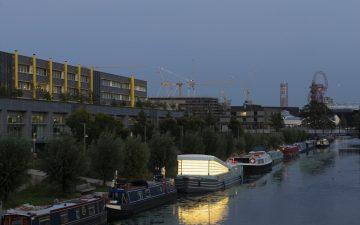 Плавучая церковь пришвартовалась в лондонском канале