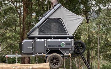 Компактный прицеп от Offtrax включает всё, даже гриль, душ и палатку
