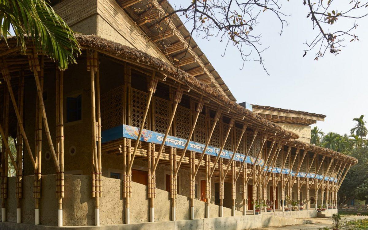 Anandaloy Building: общественный центр из глины и бамбука для сельских жителей в Бангладеш