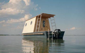 Томаш Бене спроектировал компактный плавучий дом для отдыха на озере Тиса в Венгрии
