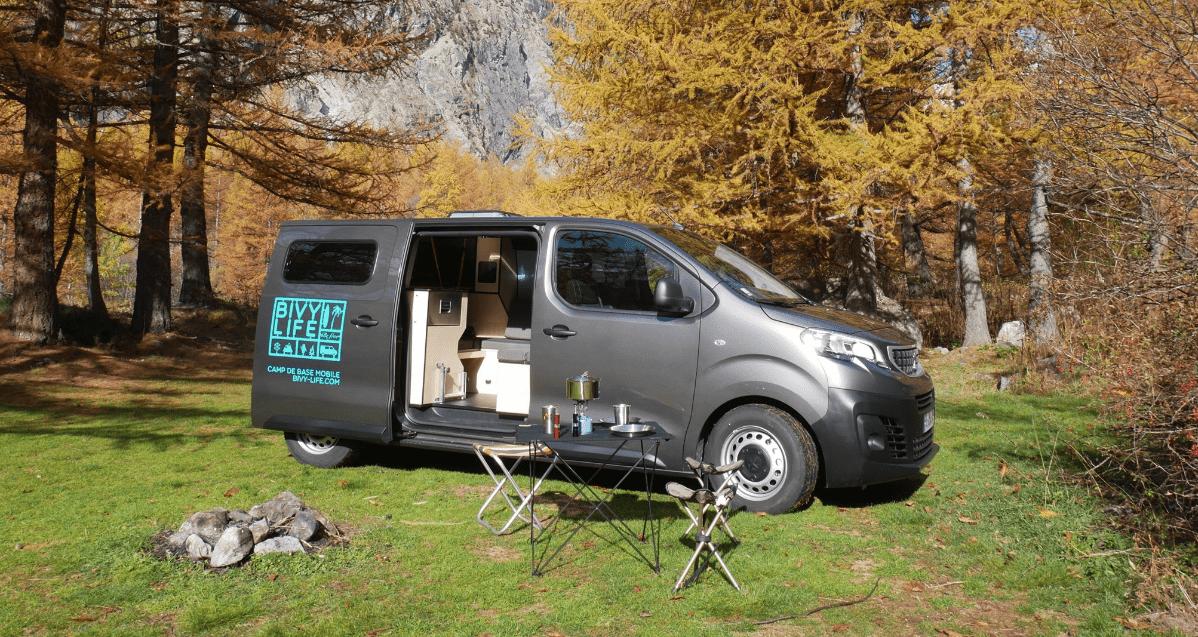 Французский стильный автофургон Mobile Base Camp: мобильная жизнь как в биваке