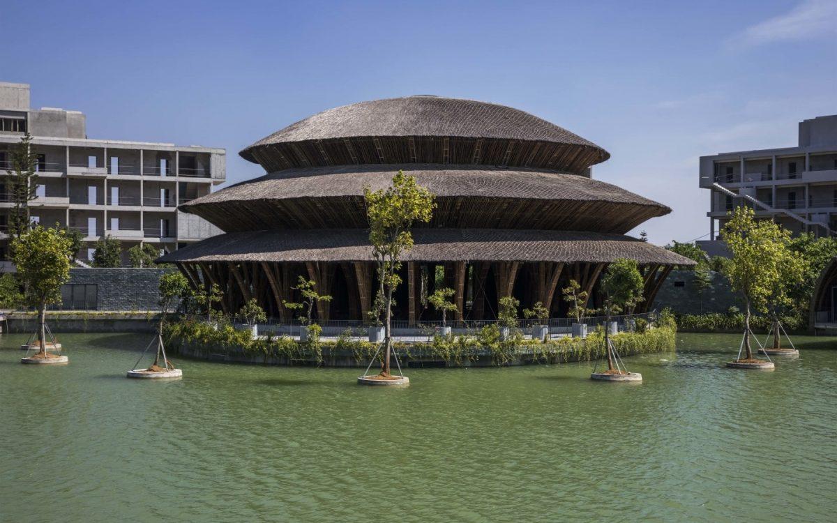 Этот потрясающий ресторан во Вьетнаме построен из бамбука
