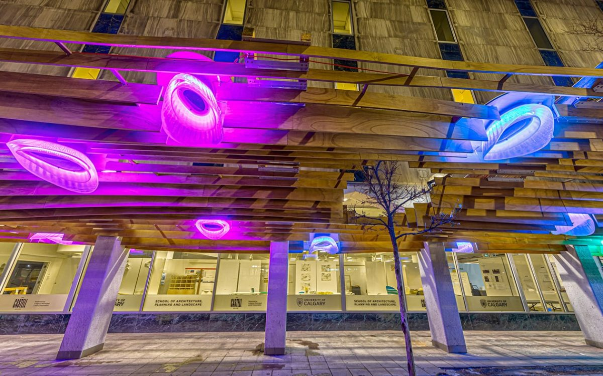 Деревянный навес с 3D-печатными светильниками обеспечит безопасность пешеходов в ночное время