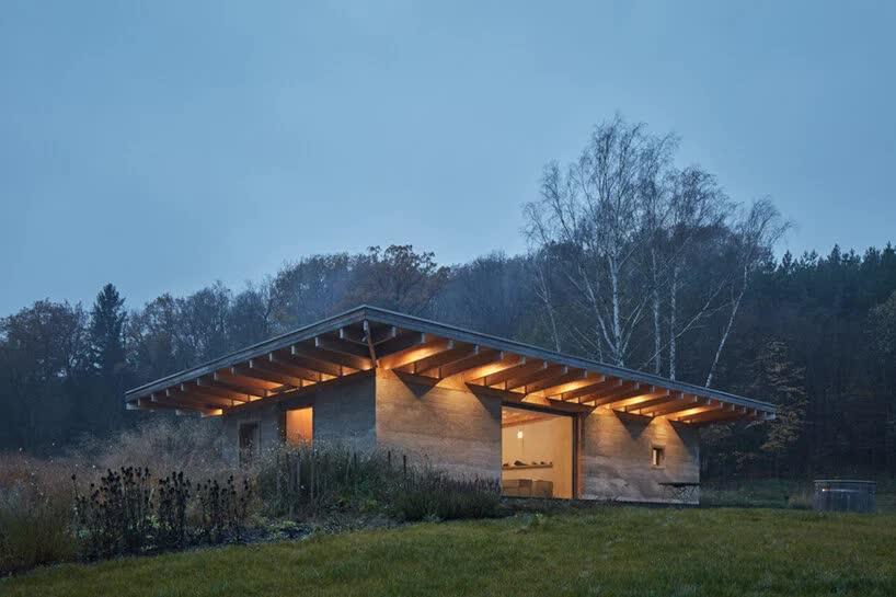 Чешская фирма построила сельский дом из непривычного строительного материала – костробетона
