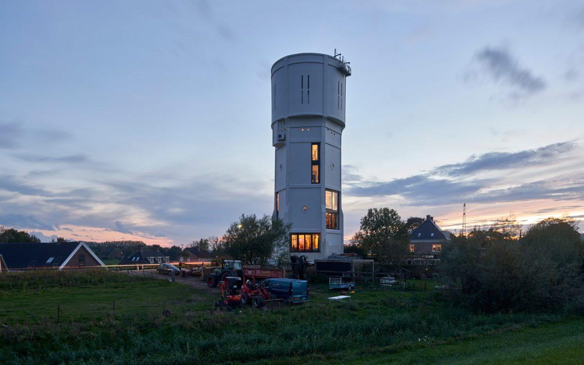 Столетняя водонапорная башня теперь является жилым домом