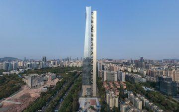 Асимметричный небоскреб с наружным структурным ядром и большим пространством внутри