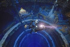 Самый глубокий бассейн в мире погружает дайверов в затонувший город в Дубае
