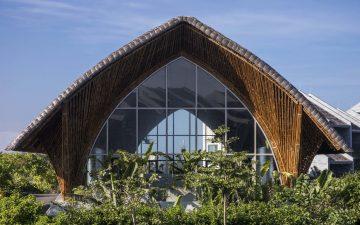 Красивый общественный центр из бамбука построен во Вьетнаме